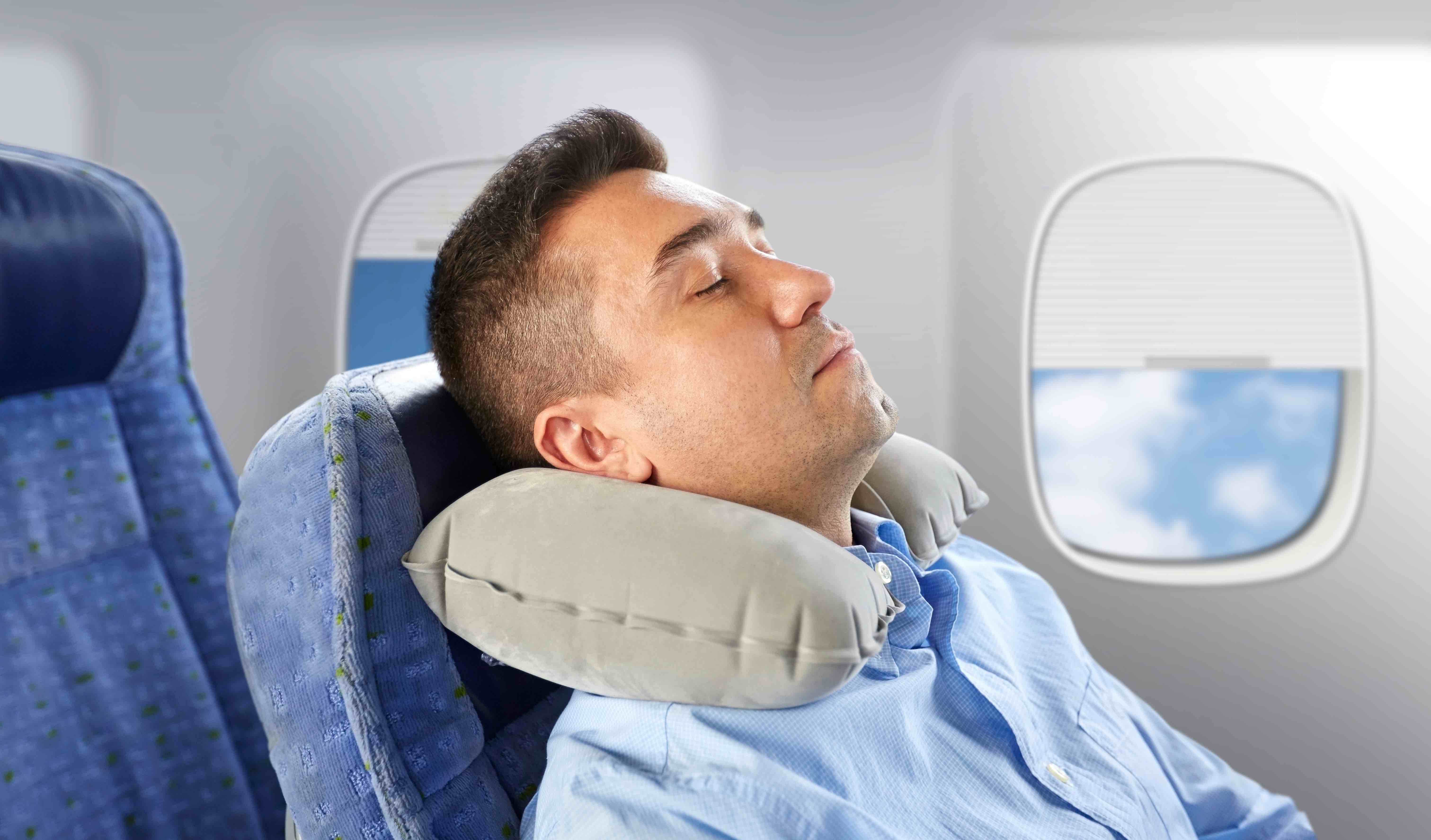 Man sleeping on plane avoid getting sick