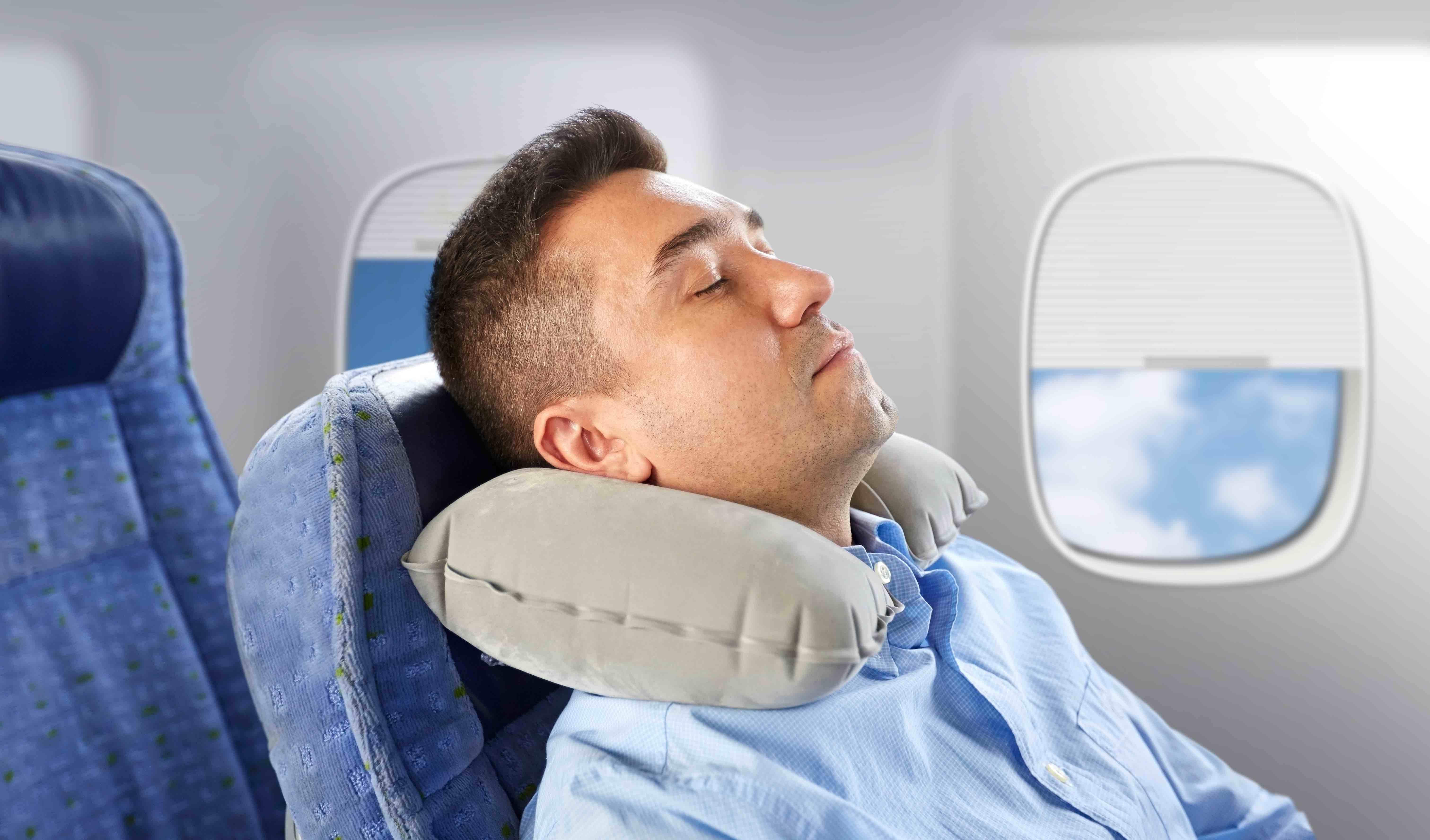 Man sleeping on plane avoid getting sick